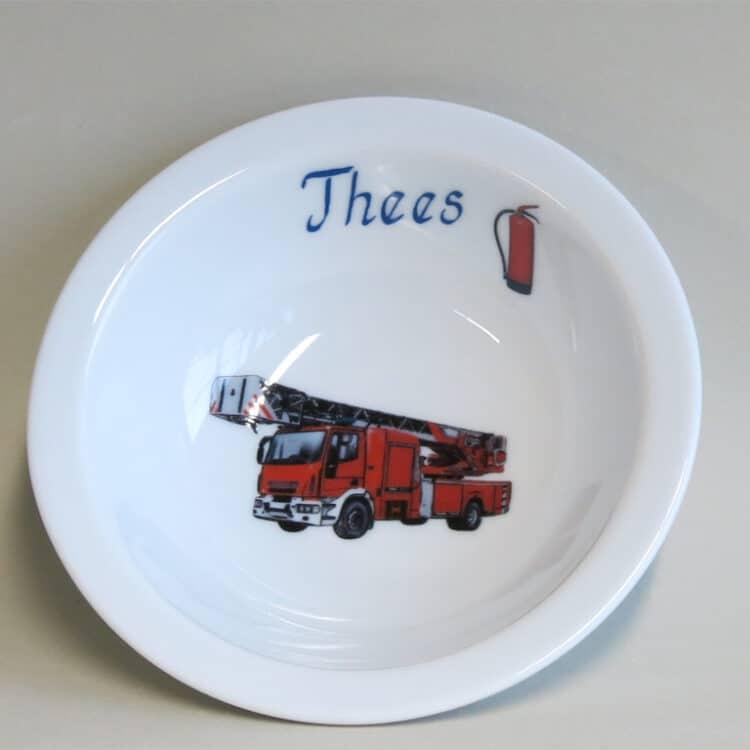 Müslischüssel 16 cm aus weißem Porzellan mit Namen und der realistischen roten Feuerwehr