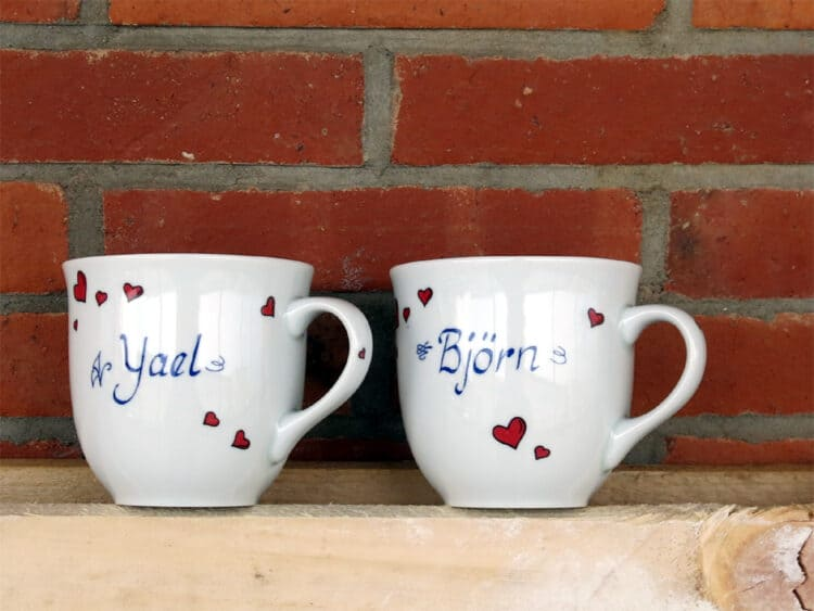 Namenstasse Porzellan großer Becher Mirek 400ml mit roten Herzchen und Namen