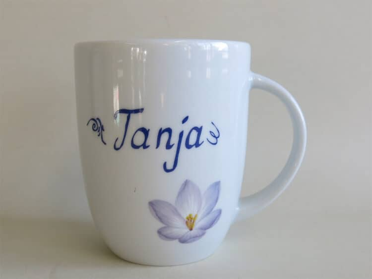 Namenstasse Porzellan Becher Daria 260ml mit Krokusblüte und Namen