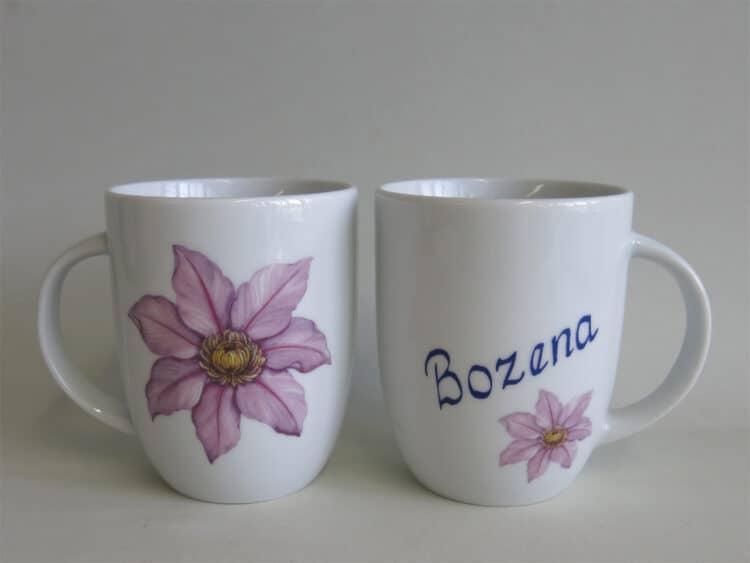 Namenstasse Porzellan Becher Daria 260ml mit Clematisblüte und Namen schräg und ohne Schnörkel