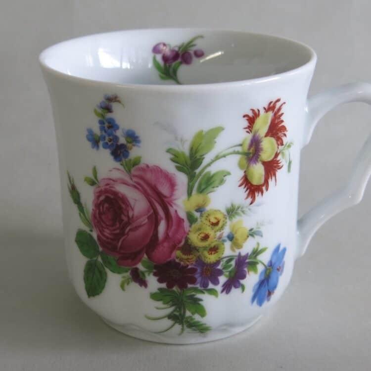 Frühstücksgeschirr Porzellan verspielter Becher Anna mit gefüllter rosa Rose 27476
