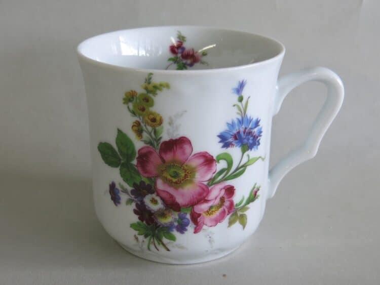 Frühstücksgeschirr Porzellan verspielter Becher Anna mit Blumenbukett Wildrose rosa 272