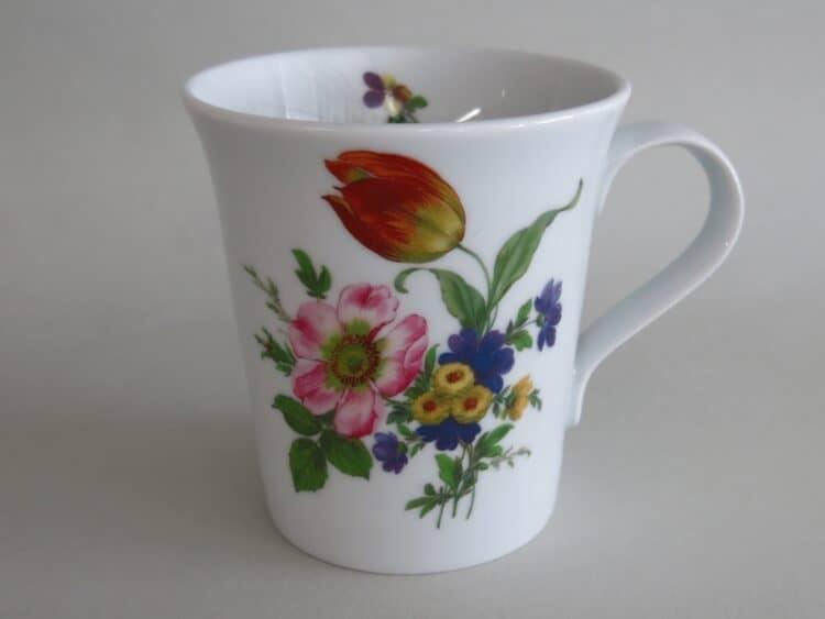 eleganter Becher Emma mit Blumenbukett 1090 rosa Wildrose und orangene Tulpe