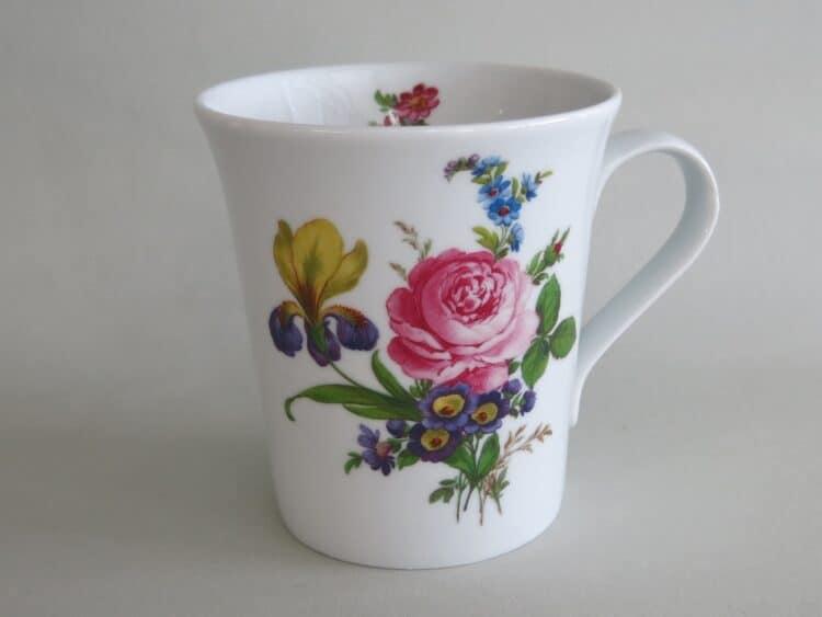 Frühstücksgeschirr Porzellan eleganter Becher Emma mit Blumenbukett 1090 englische Rose und Iris