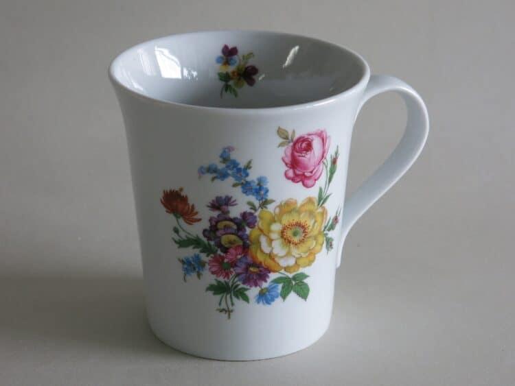 Frühstücksgeschirr Porzellan eleganter Becher Emma mit Blumenbukett 555 gelb und rosa Rose