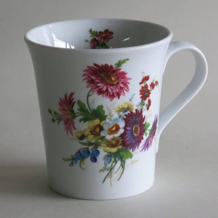 Frühstücksgeschirr Porzellan eleganter Becher Emma mit Blumenbukett 274 lila rosa Strauß