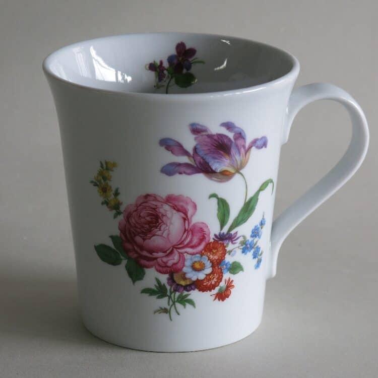 Frühstücksgeschirr Porzellan eleganter Becher Emma mit Blumenbukett 555 rosa Rose und lila Rulpe