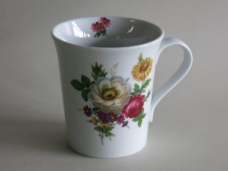 Frühstücksgeschirr Porzellan eleganter Becher Emma mit Blumenbukett 272 weiße und rote Rose