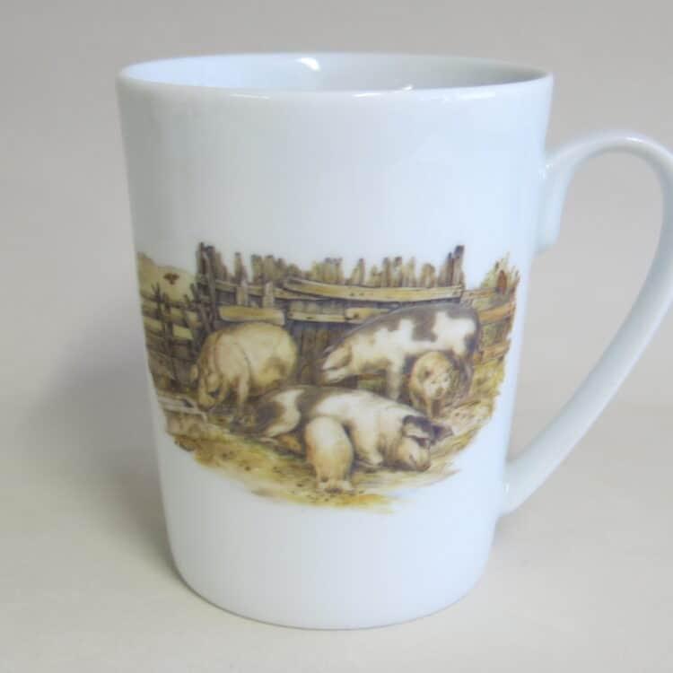 Becher Sissi 280 ml mit Schweinen vor dem Stal vom nostalgischen Bauernhof