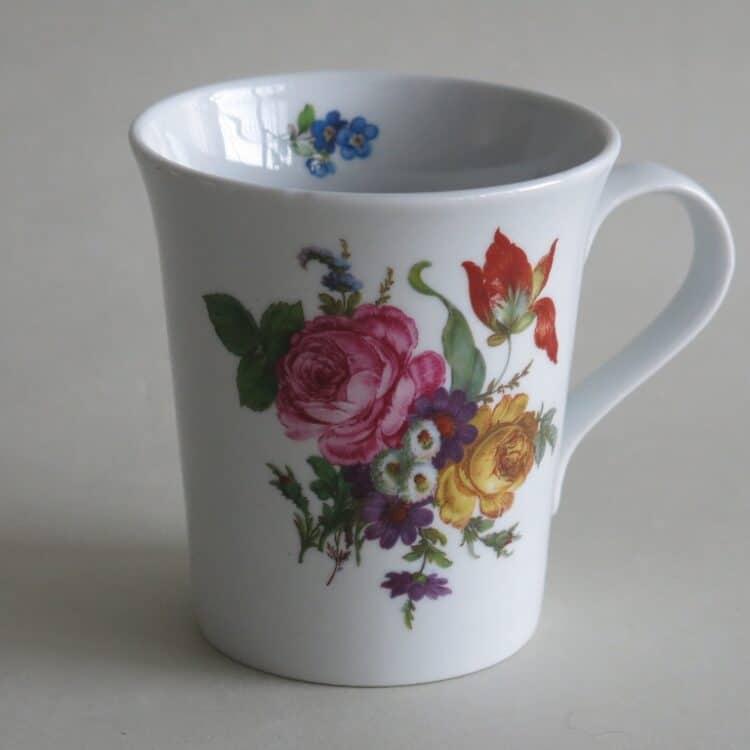 Frühstücksgeschirr Porzellan eleganter Becher Emma mit Blumenbukett 569 rote Rose und orangene Tulpe