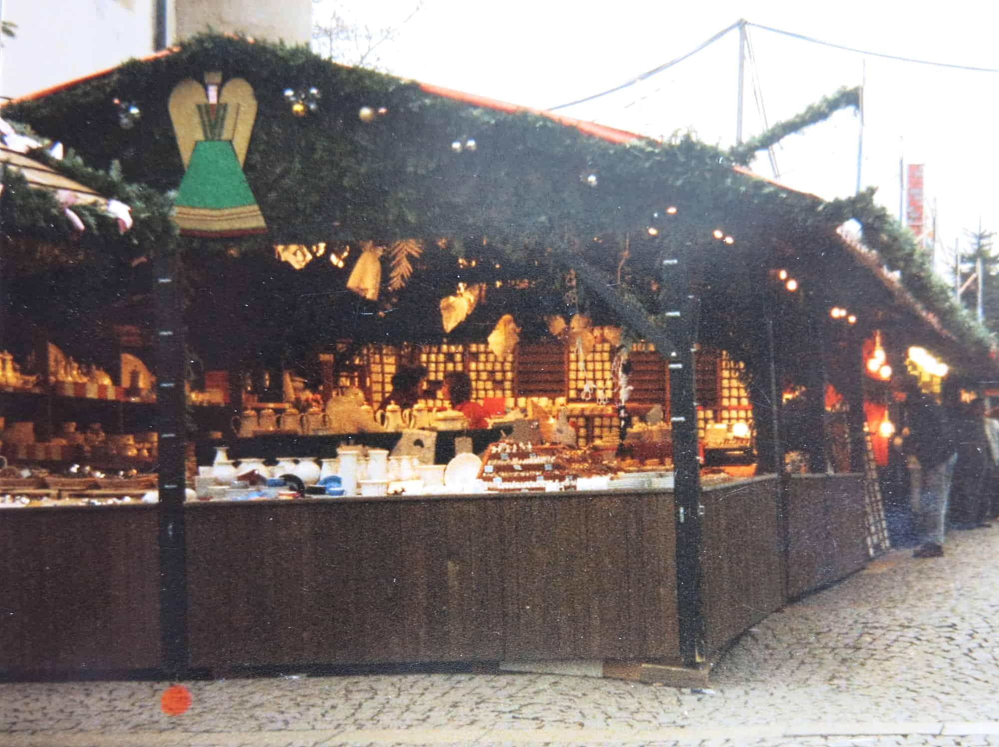 Porzellanstand Stuttgarter Weihnachtsmarkt Stand am Schillerplatz 70iger Jahre