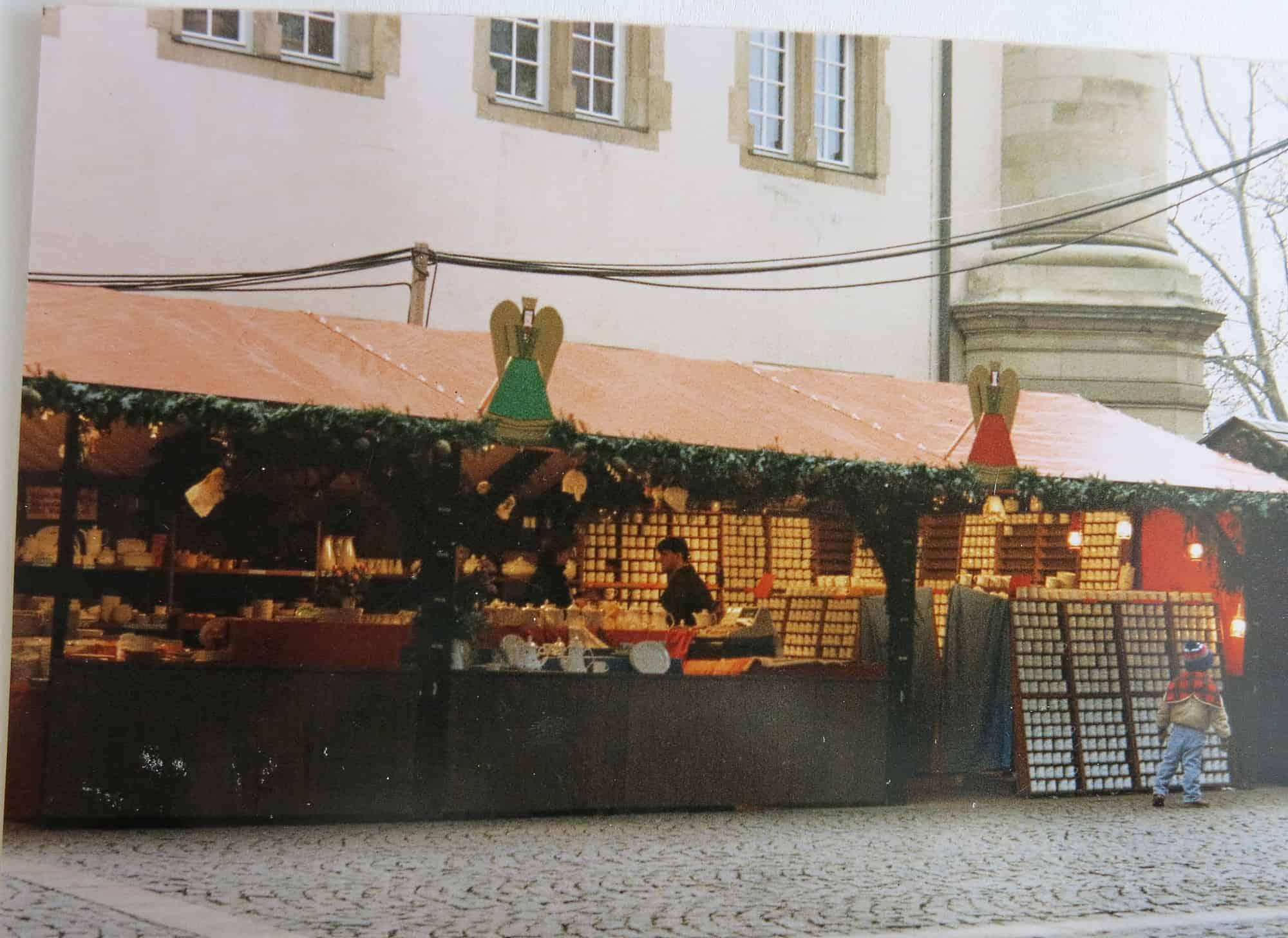 Porzellanstand Stuttgarter Weihnachtsmarkt Stand am Schillerplatz Anfang 90iger Jahre