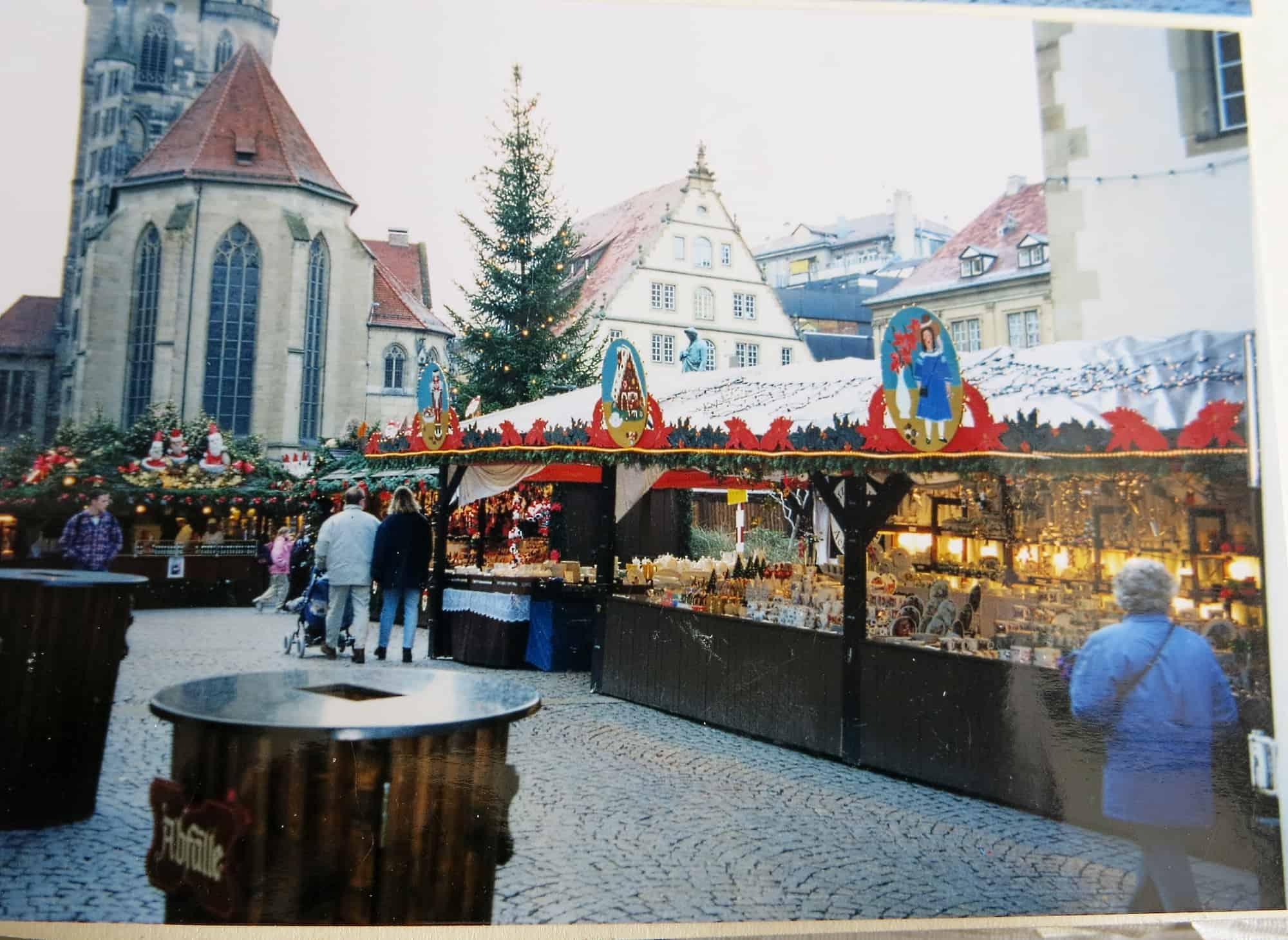 Porzellanstand Stuttgarter Weihnachtsmarkt Stand am Schillerplatz 90iger Jahre