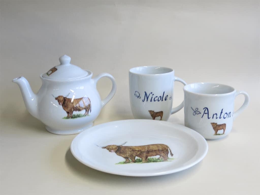 Set namenstassen Hochlandrind, Teekanne 0,5l und Teller 19 cm
