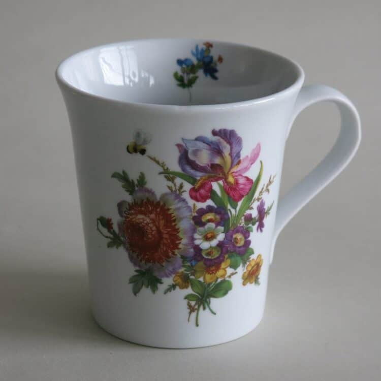 Frühstücksgeschirr Porzellan eleganter Becher Emma mit Blumenbukett 569 purpurner Iris