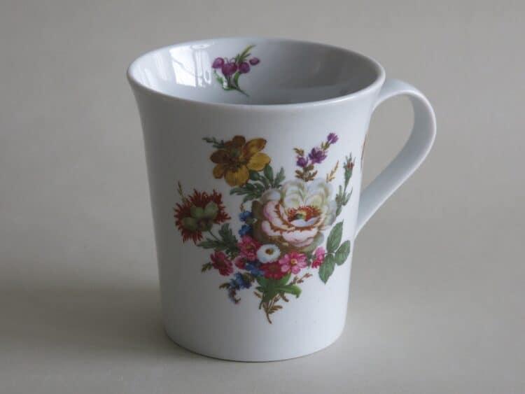 Frühstücksgeschirr Porzellan eleganter Becher Emma mit Blumenbukett 569 weiße Rose und gelbe Anemone