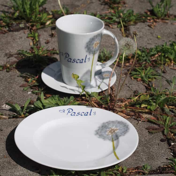 Frühstücksgeschirr mit Blumen