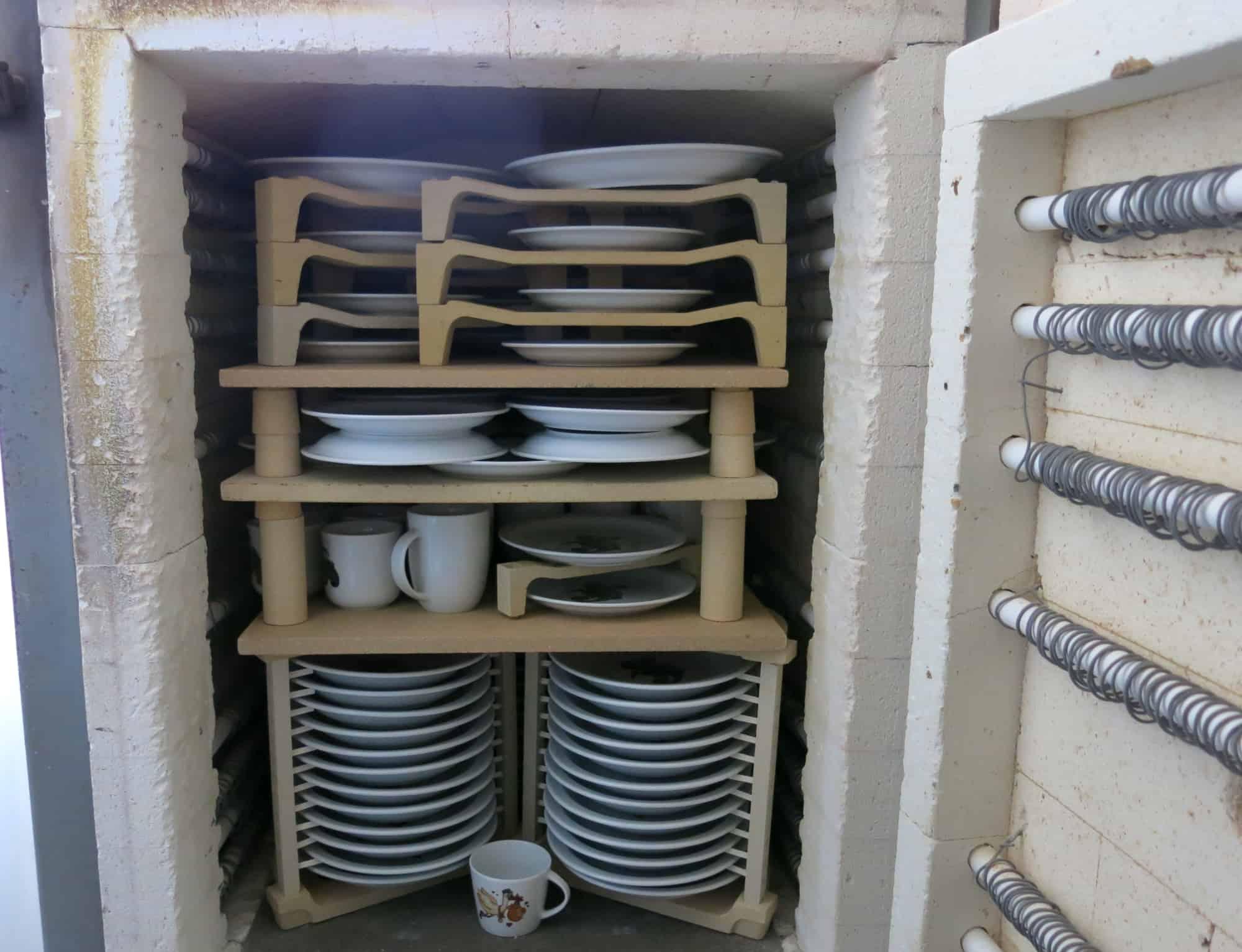 Werkstatt Porzellan im Hinterhof - Ofenbeladung Nabertherm Ofen groß