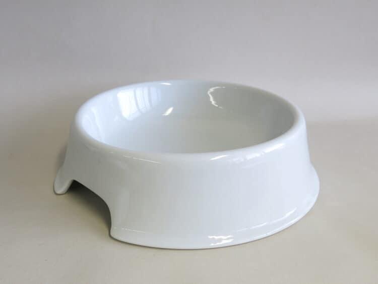 Hundenapf aus weißem Porzellan