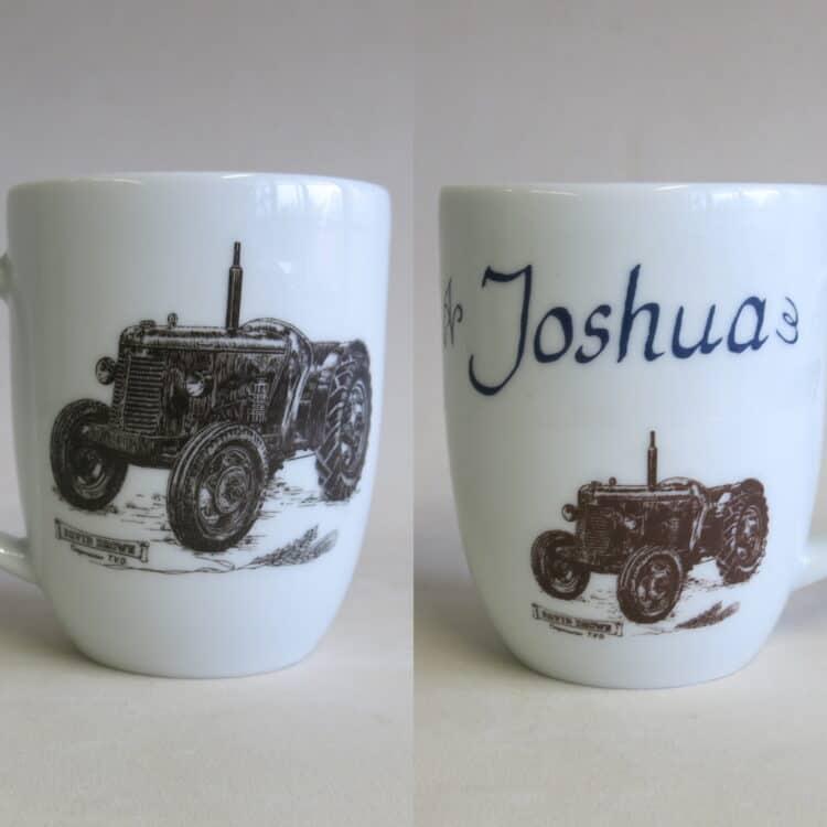 Becher Daria 260 ml mit historischen Traktor David Brown und Namen personalisiert Vorder und Rückseite