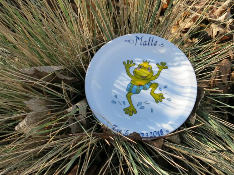 Teller Olympia 19 cm Froschkönig Widmung zur Taufe vorne