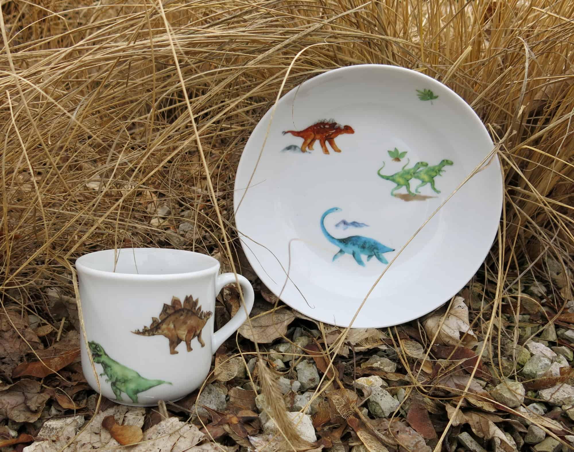 Schale Coup und Becher Kid aus Porzellan mit Dinosauriern