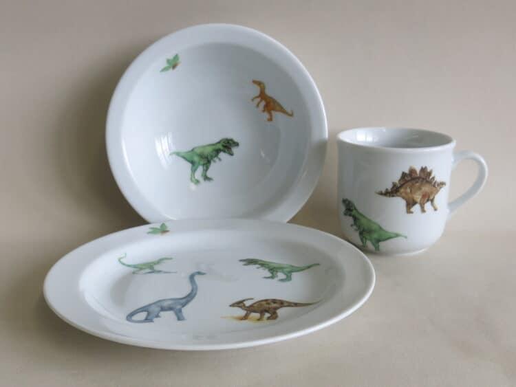Kinderset aus Porzellan Teller Schüssel und Becher mit Dinosauriern