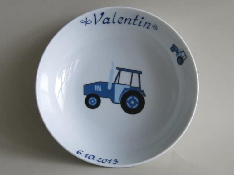 Schale Coup Traktor blau mit Namen und Datum vorne
