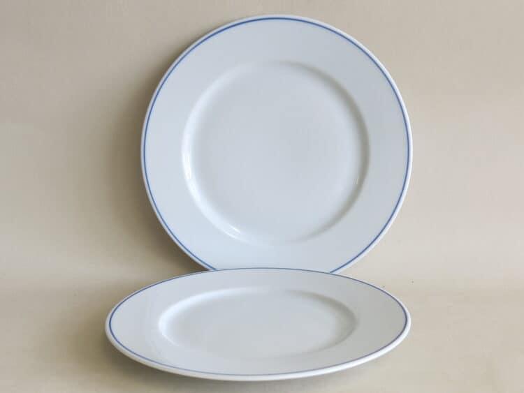Klassische Namenstasse Zubehör Tellern Opty 20 cm und 21,5 cm mit blauem Rand